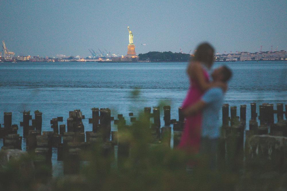 amazing-sunrise-engagement-photography-brooklyn-bridge-dumbo-3.jpg