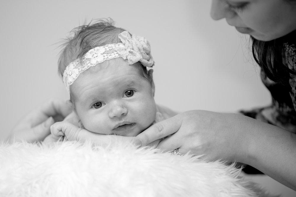 Brooklyn-newborn-family-photographer-outdoor-1.jpg