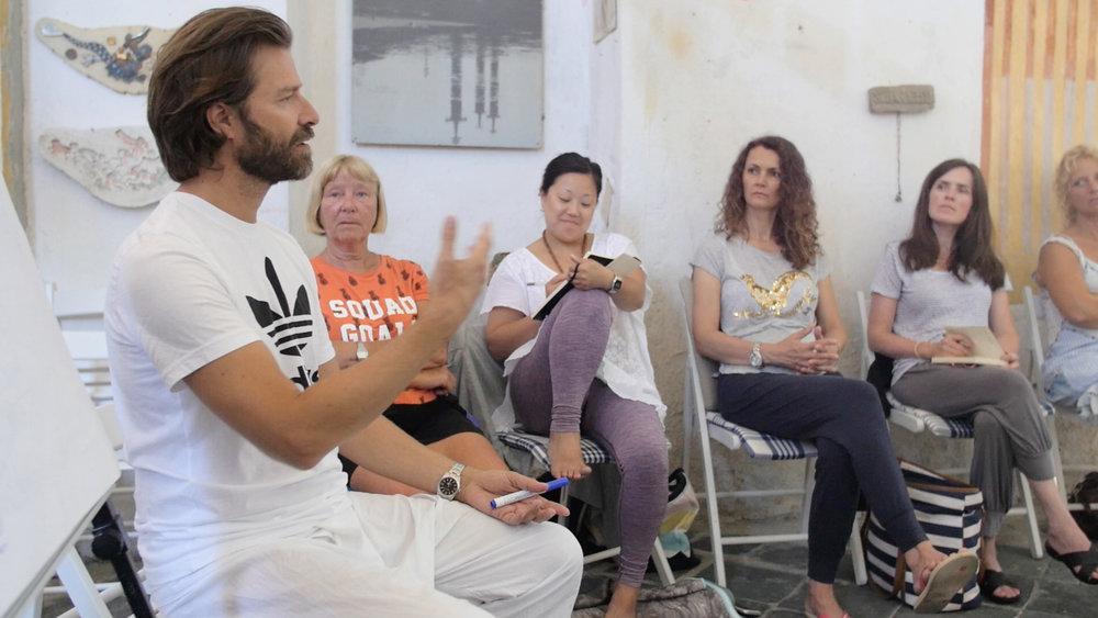 Viggo underviser i kapellet (det gamle atelieret til den norske kunstneren Fritz Røed).