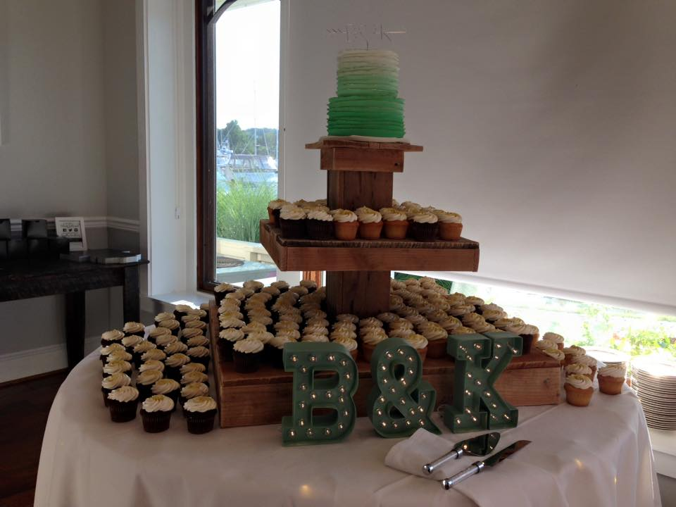 Re cycled pallets make for a beautiful cake display.