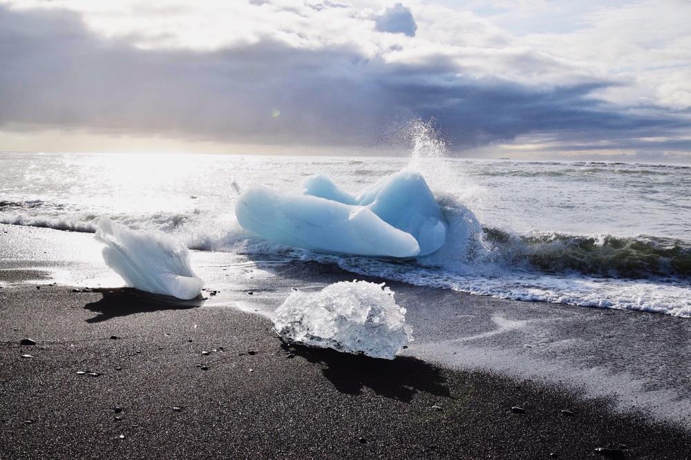 Vatnajökull Glacier fragments in the Atlantic