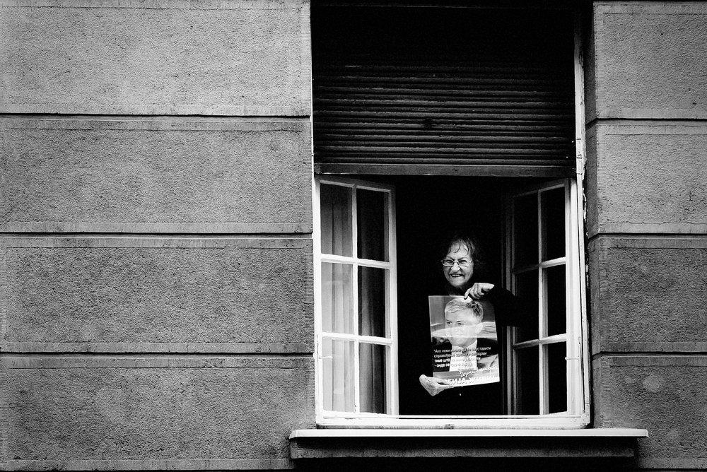 gospodja na prozoru.JPG