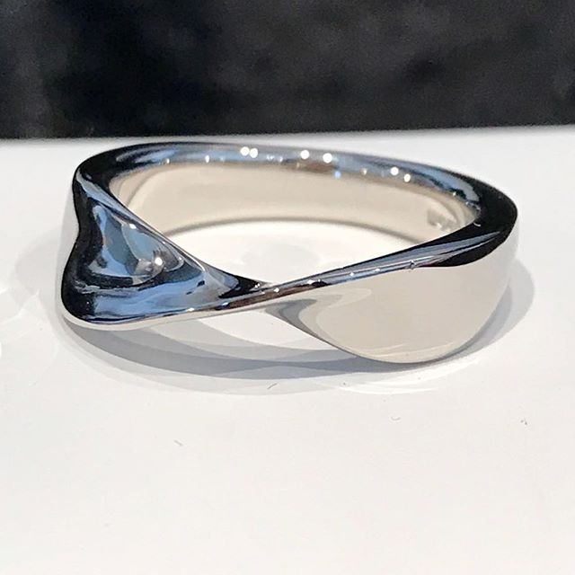 Palladium fitted wedding band with a twist!  Message me if you want your own wedding rings made.  #weddingring #weddingband #palladium #fittedwedband #twistring #ring #wedding #potd #jewellery #handmake #bespokejewellery #goldsmith #mattpowelljewellery #perfectring #weddingringgoals
