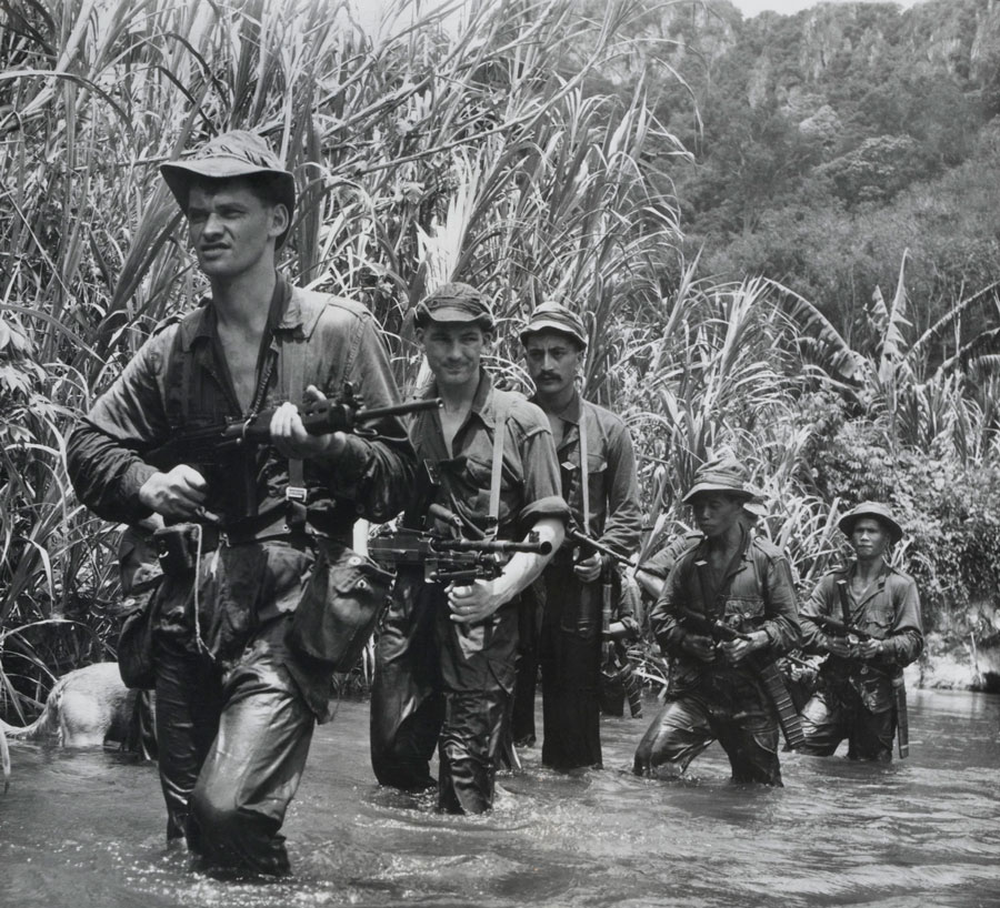 Malay and New Zealander soldiers on a jungle patrol, circa 1957. (Photo:  The National Army Museum .)