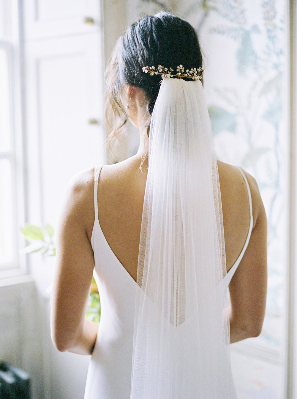 Real bride Sai in bespoke hair accessories and earrings (20).jpg