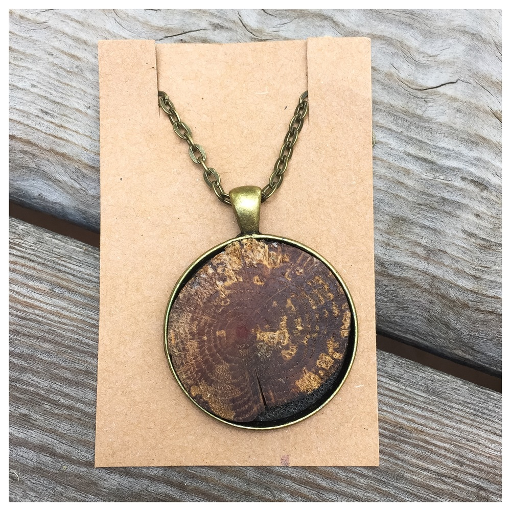 This organic wood essential oil diffuser necklace is the perfect companion to your new oils. Made specially for you by our friend at Mango Dixie.