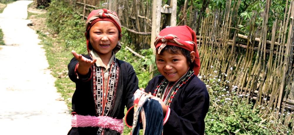 red dzao girls in the sapa region