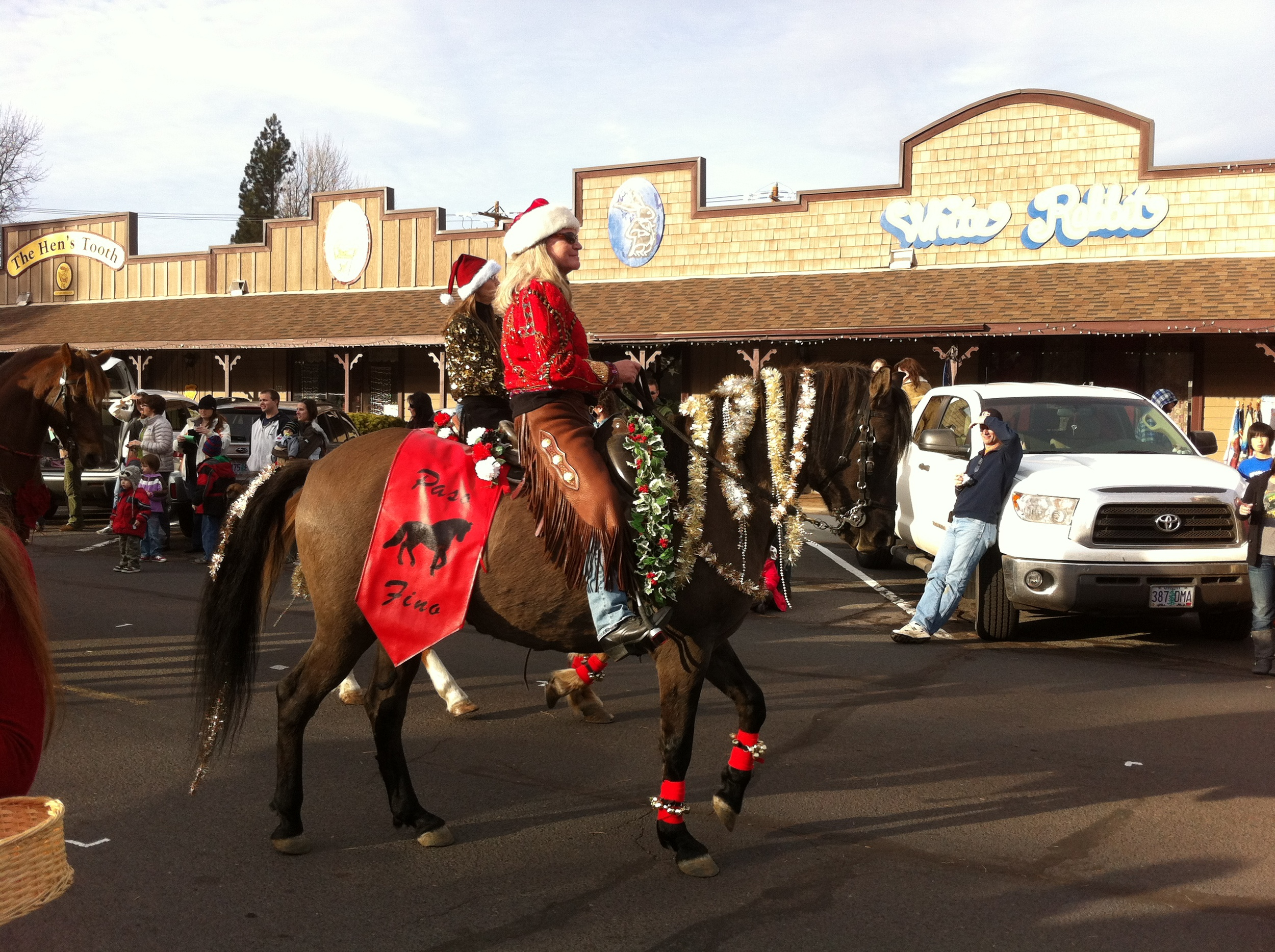 Sisters Christmas Parade (40)