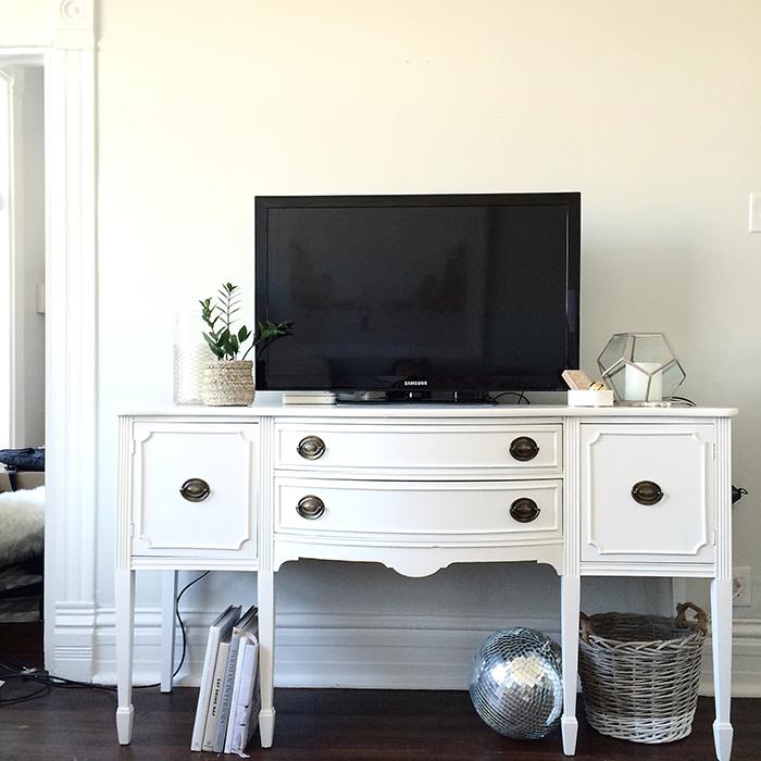 alaina-kaczmarski-living-room-styling-19.jpg