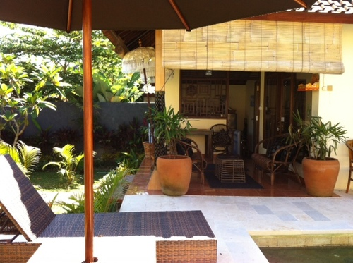 Sunbeds+and+verandah+Jim.JPG