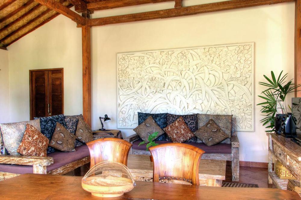 V5 lounge.jpg