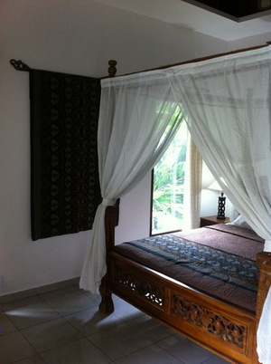 Bedroom+view+to+side+garden.JPG