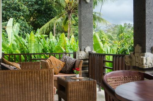 Verandah Lounge.jpeg