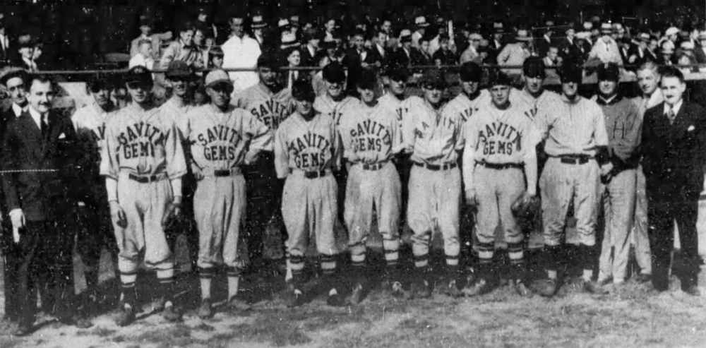 1932 Savitt Gems, Hartford Twilight League champions at Bulkeley Stadium, Hartford. Bill Savitt (far left) and Max Savitt (far right).
