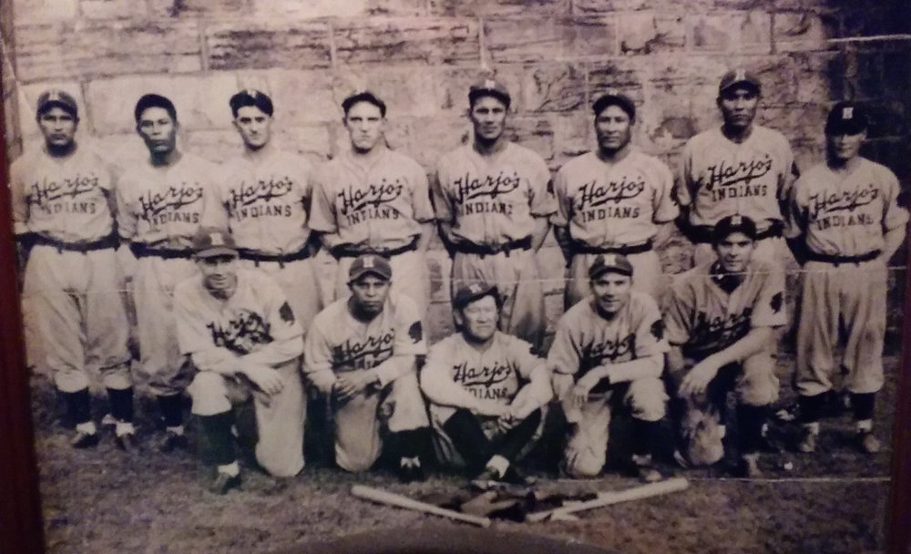 1933 Harjo's Oklahoma Indians - Jim Thorpe (sitting, center).