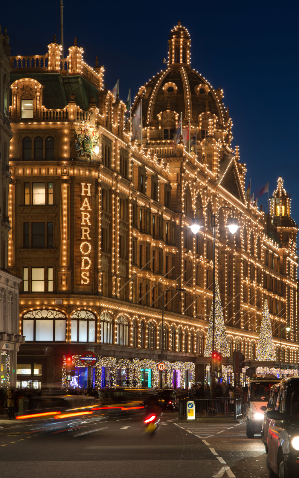 Harrods_at_Night,_London_-_Nov_2012.jpg