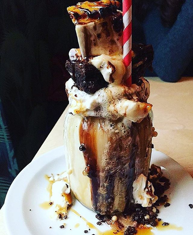Location: Molly Bakes, London, England🌍🇬🇧 #allthingsabroad #ata #abroad #abroaddiet #abroadeeeeeats #abroadlife #lifeabroad #studyabroad #eatabroad #life #study #eat #foodie #foodies #foodiesofinstagram #food #foodporn #foodblogger #foodlover #foodgasm #travel #traveller #traveler #traveling #travelgram #travelphotography #london #bake #milkshake #chocolate