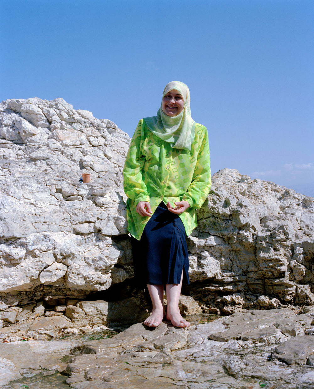 Beirut-vrouw-rots.jpg