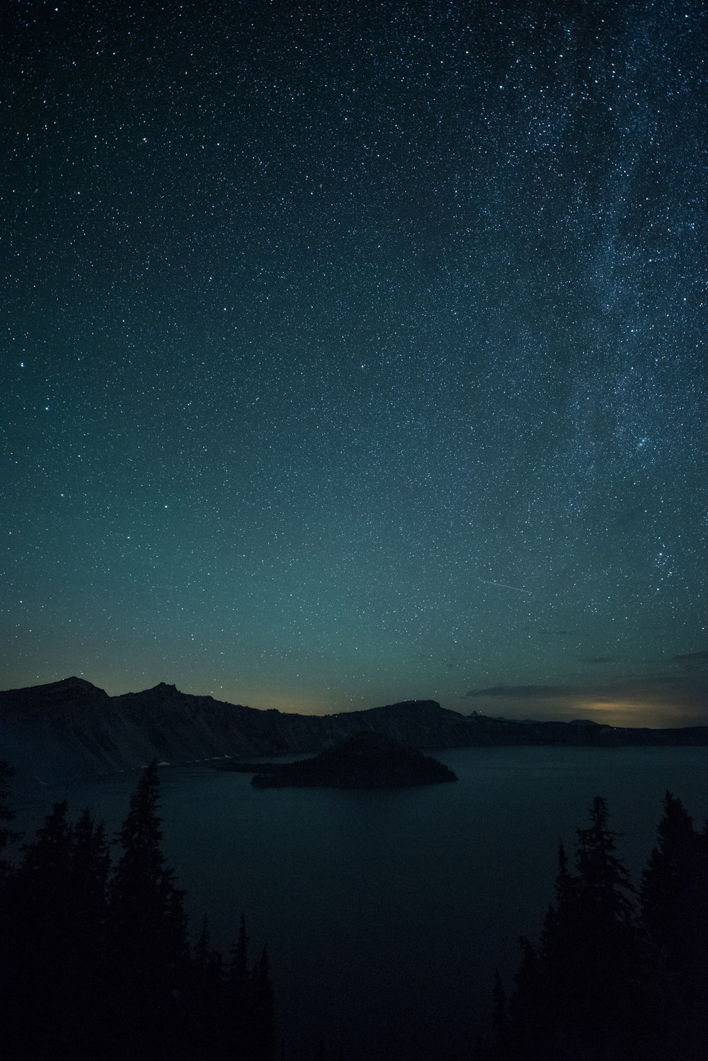 Figure 12. Crater Lake National Park, Oregon. 30 seconds, f/2.8, ISO 6400. Ambient temperature approximately 43 F. (Click/tap for larger view.)