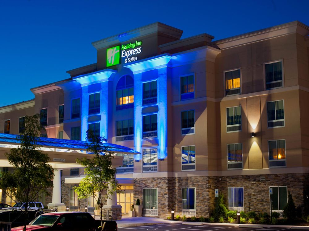 holiday-inn-express-and-suites-columbus-3526982645.jpg