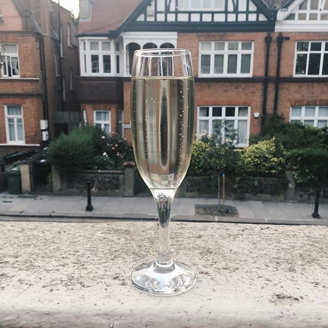 Celebratory Prosecco with the galz @sophieelizabeth___ @becca_rjc 🥂☀️ #prosecco #cheers #drinks #bubbles #monday #sun #sunny #june #summer #westhampstead #hampstead #london #nw6 #love #happy