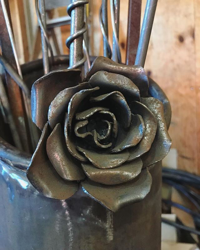 Happy Mother's Day to all the wonderful moms in my life! Making roses that will last a life time.  #achillwindsmetalart #metalart #roseart #flowerart #steelart #happymothersday