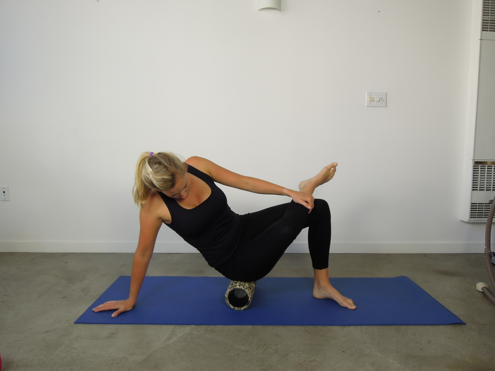Foam roller gluteal stretch
