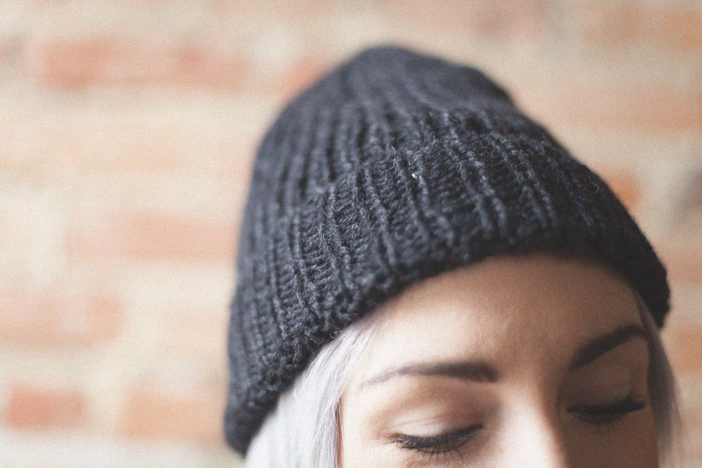 timberline beanie in charcoal