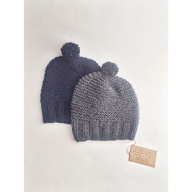 garter pom hat in navy // grey