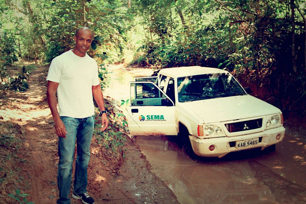 Ray with a convoy of Police Federal stuck in the heavy mud during a illegal logging raid.