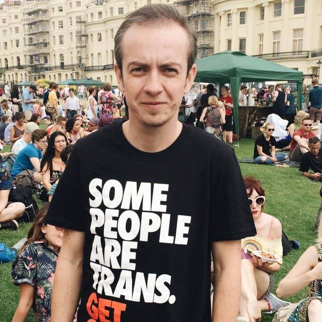 Viktor - Překladatel na volné noze, spolupracovník QFF Mezipatra a dalších kulturních projektů a iniciativ LGBTQI spektra.