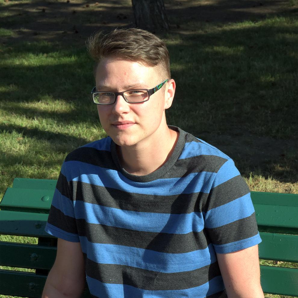 Filip - Filip je učitel v mateřské škole, Blogger a jeden z facilitátorů našich podpůrných skupin. Baví ho práce s dětmi a mladými lidmi.