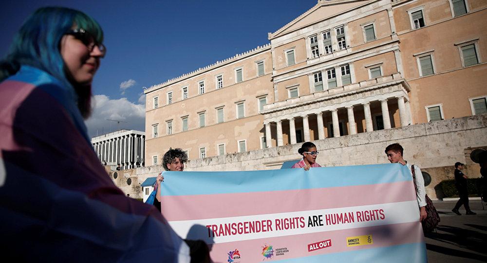 Řecko zrušilo povinnou sterilizaci, která podmiňovala úřední změnu genderu.