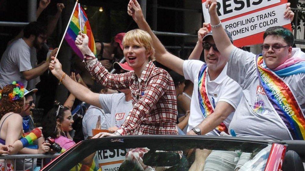 Chelsea Manning a Gavin Grimm v průvodu NYC Pride - Zdroj: i-D Magazine