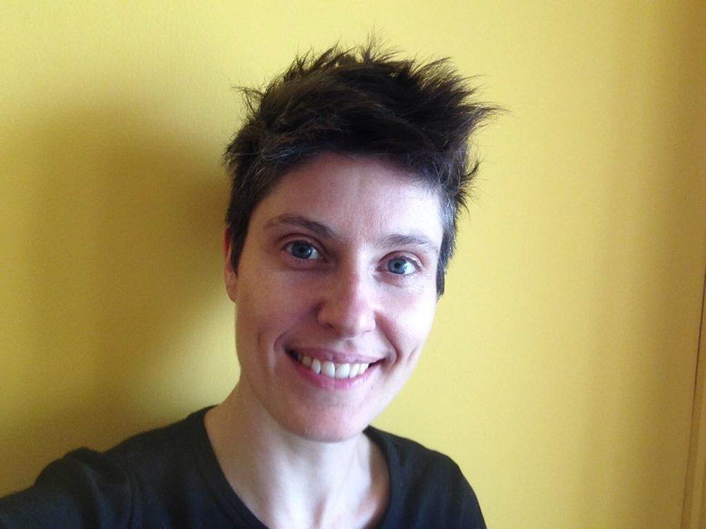 Laura - Od roku 2016 pracuje Laura s queer a trans mládeží. Věnuje se arteterapii a pracuje na Univerzitě Karlově v oblasti interdisciplinárního vzdělávání a tvůrčích schopností.