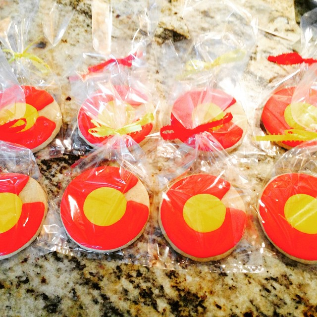 Sweet Colorado cookie favors for this Denver-based couple's Chicago wedding! Congratulations Anna and Dave!