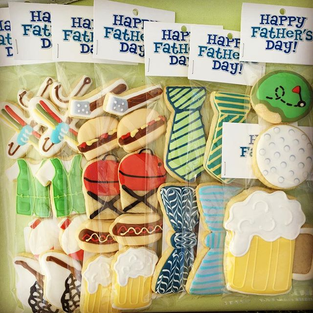Happy Father's Day weekend from CB Custom Bakeshop! Cookie sets available at today's Northfield Farmers' Market #decoratedsugarcookies #customcookies #farmersmarket
