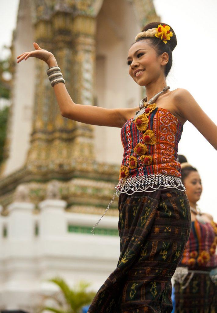 thai-dancer-in-phuket.jpg