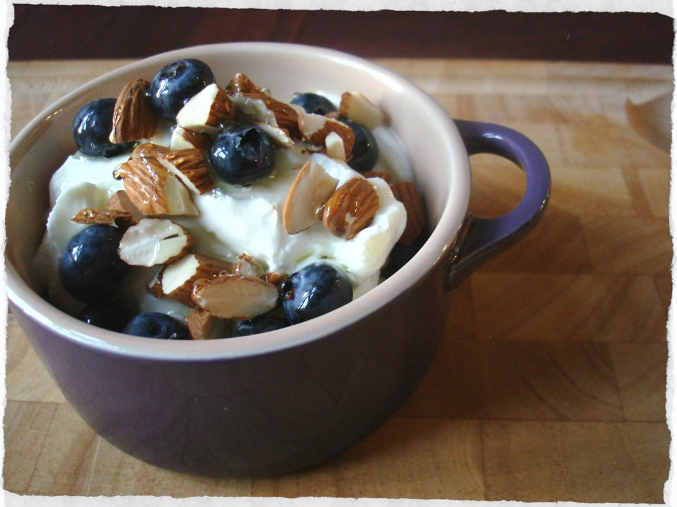 mint-syrup-over-greek-yogurt-with-blueberries