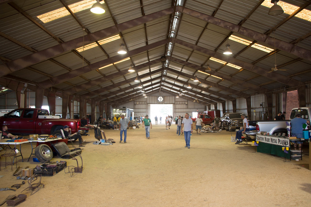 Swap meet show barns