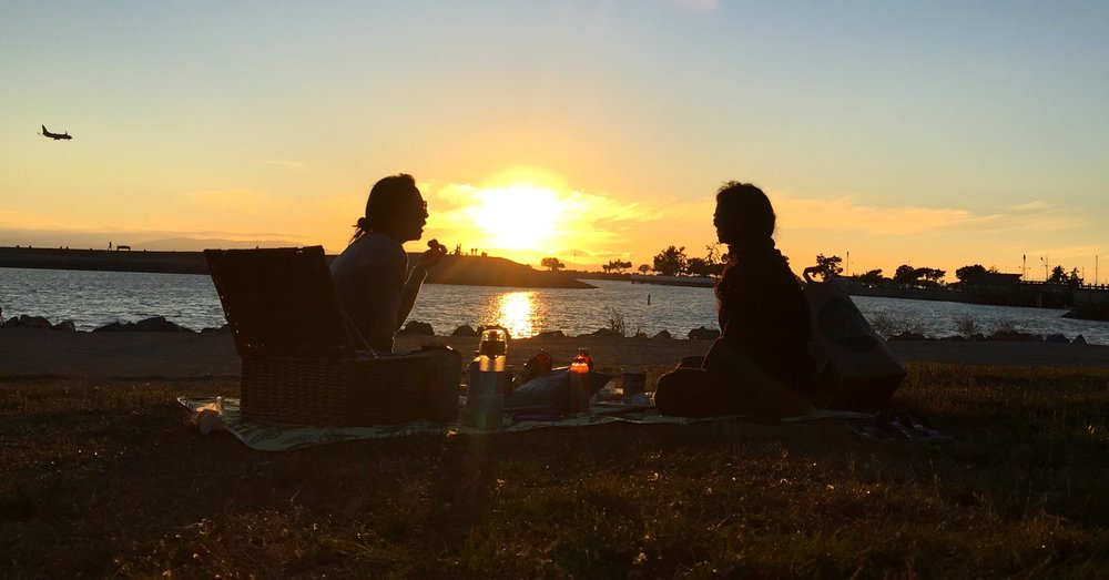 The recipe for a perfect evening: food + friends + conversation + nature. The better, the better.