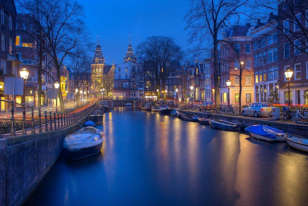 amsterdam-1150319_1280.jpg
