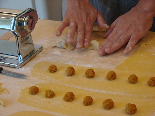 pasta-making-1325111-640x480.jpg
