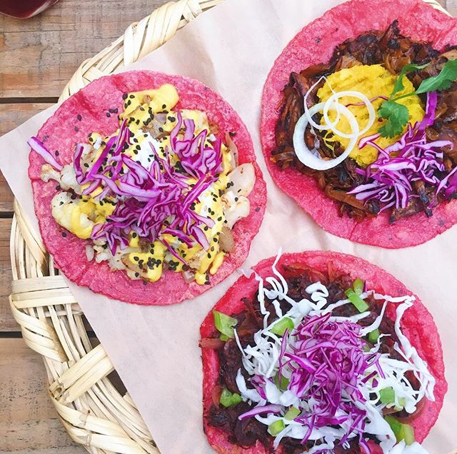 Friday's call for pink vegan tacos, don't you think? 🌮 ps: the tortillas are pink because they have a bit of beet juice in them, just enough to taste a little earthy. Highly recommend.