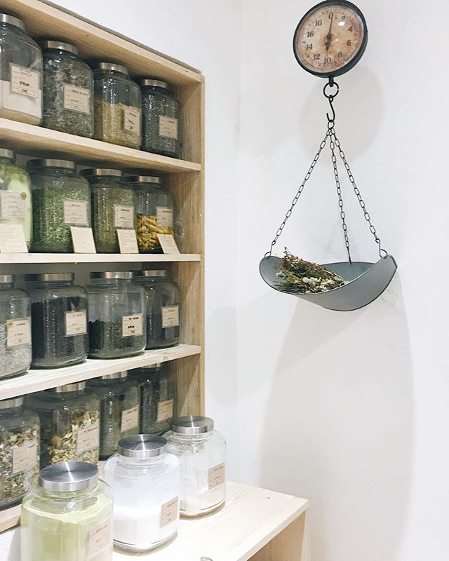 Waste free is a lifestyle I've strived to live by since two incredible friends while living in the Philippines. That was 3 years ago. Finding zero waste options in Mexico was super difficult until @estadonaturalmx. Thanks to this adorable shop, I've been able to get basic and specialized ingredients for my specialized belly, like this incredible organic tea leaf selection! I'm so thankful for these guys and wish them many more years of success in our community! #lomejordeestadonatural
