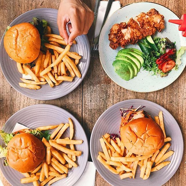 #Repost @droolworthyworld ・・・ Love the fried chicken and Wagyu burgers here @wellco.glebe #wellcoglebe #glebeeats