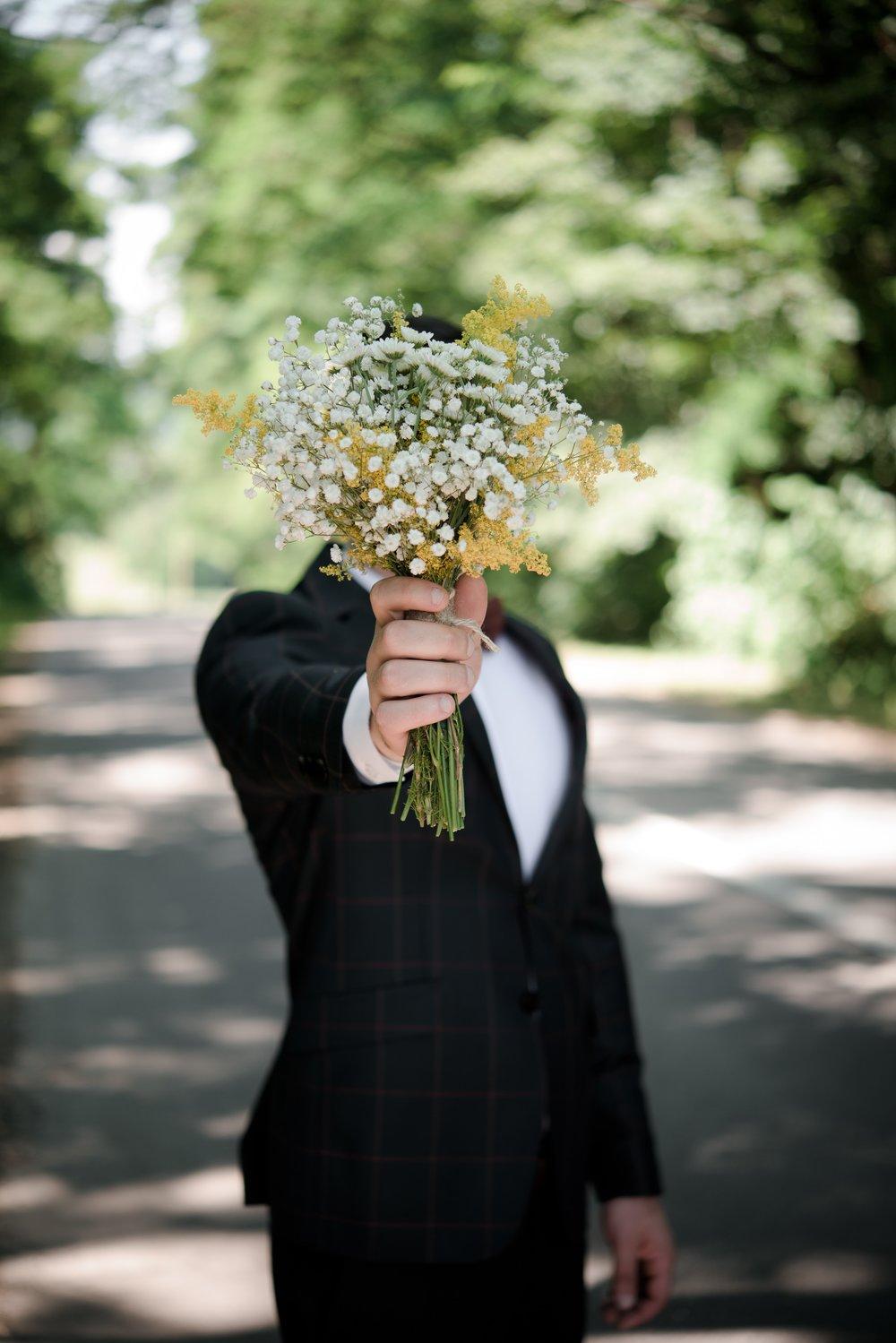 Hochzeit Mann mit Blumenstrauss. Hochzeitmesse Luzern
