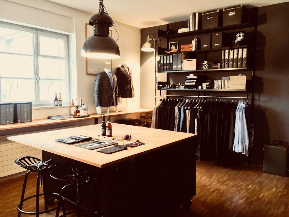 Atelier Ballwil, Sam Allemann Massbekleidung