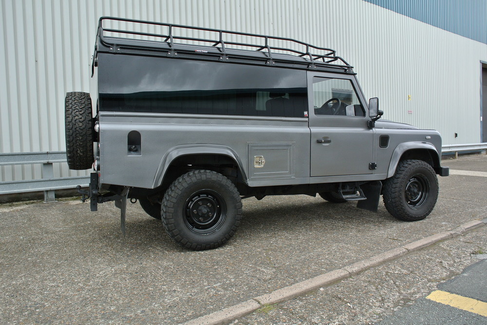 RAPTOR ADVENTURE INSPIRED BY THE 2016 HERITAGE RANGE Land Rover have celebrated the Defender in it's last year of production with a selection of Limited Editions. This is our unique edition in that same style. £5495 plus VAT