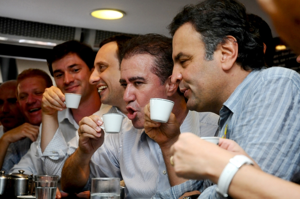 Politicians enjoyinga coffee during campaign; Brazil. ©Erica Dezonne / Allrights reserved